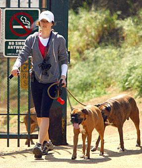 jessica biel workout running her dogs