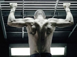 Jason-Statham-workout-arms-back