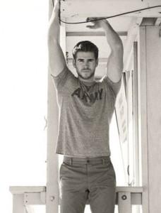 Liam-Hemsworth-workout.jpg