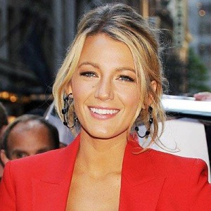 blake lively wokout share 300x300 Blake Lively Workout & Diet: Get Her Long And Lean Legs