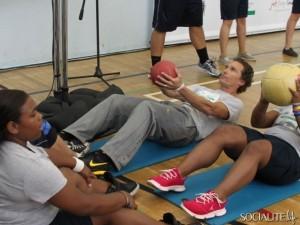 matthew-mcconaughey-workout-medicine-ball-abs