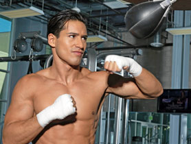 mario-lopez-workout-routine-boxking-arms