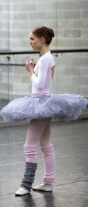 natalie-portman-black-swan-ballerina-long-and-lean-legs