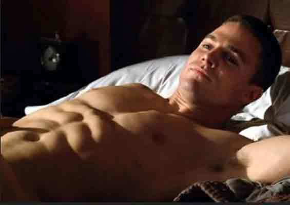Stephen-Amell-Diet-Abs-Arrow-Workout
