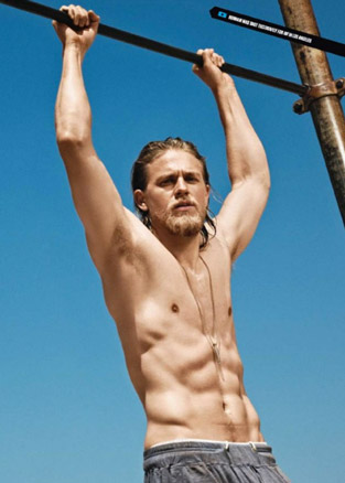 charlie-hunnam-core-abs-workout