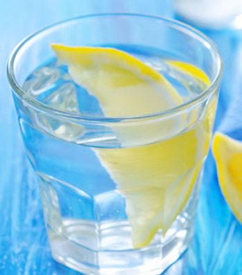 Ashley-Greene-drinks-water