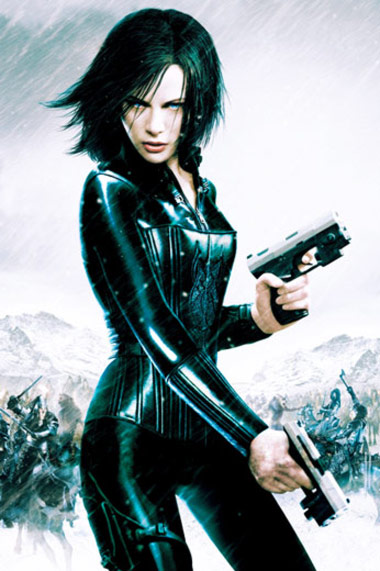 Kate Beckinsale Workout Selene Underworld Holding Two Guns