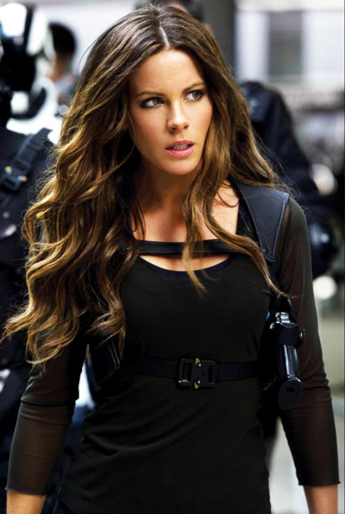 Kate Beckinsale Workout Face Hair Arms Black Dress
