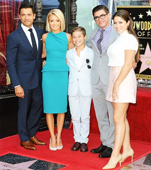 Kelly Ripa Height Weight Pictured With Her Family
