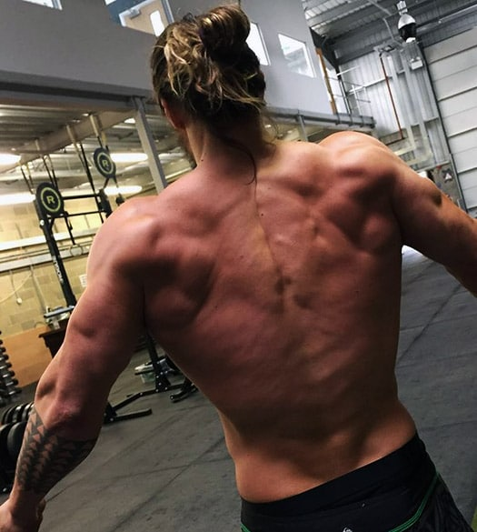 Jason-Momoa-Back-lats-working-out-for-Justice-League